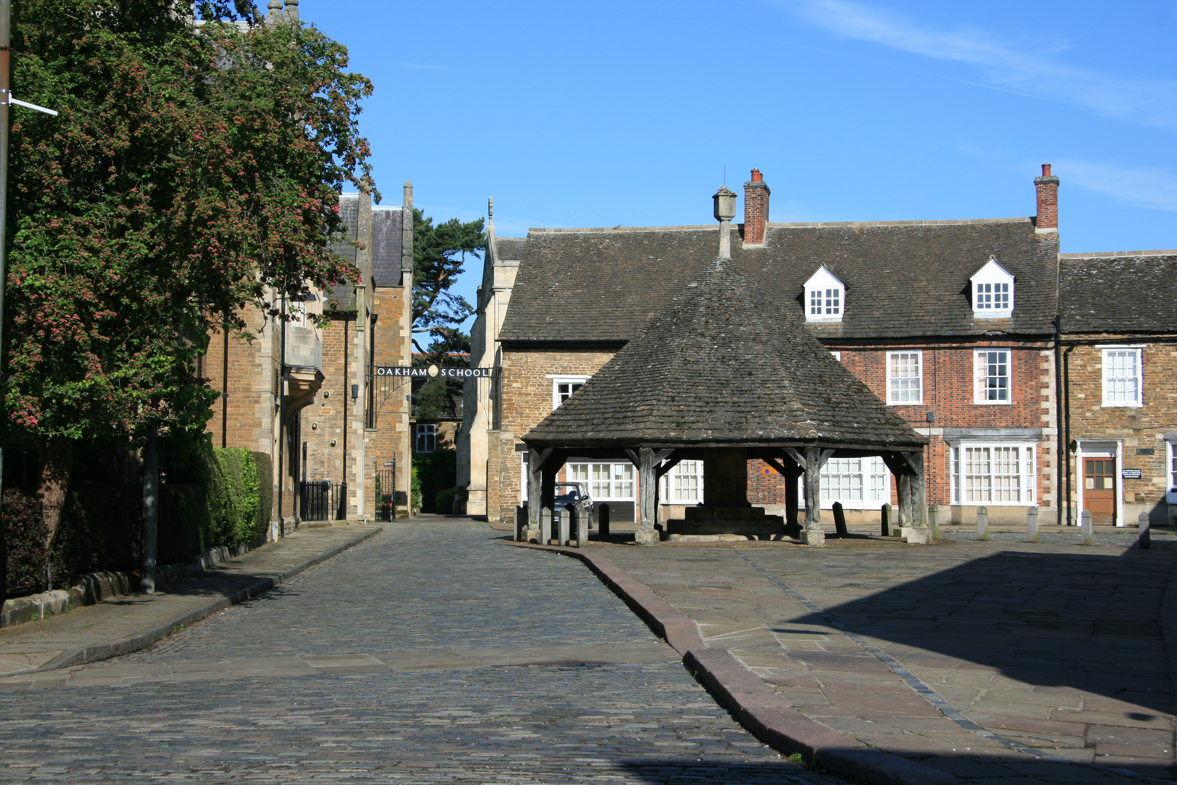 Chapel Close entrance to Oakham School, The Buttercross